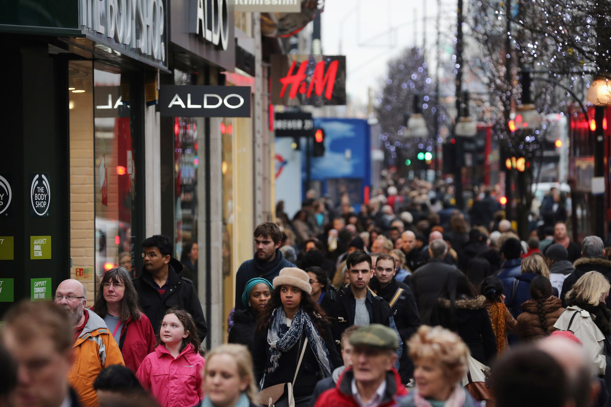 Consumers In The Christmas Eve Retail Rush
