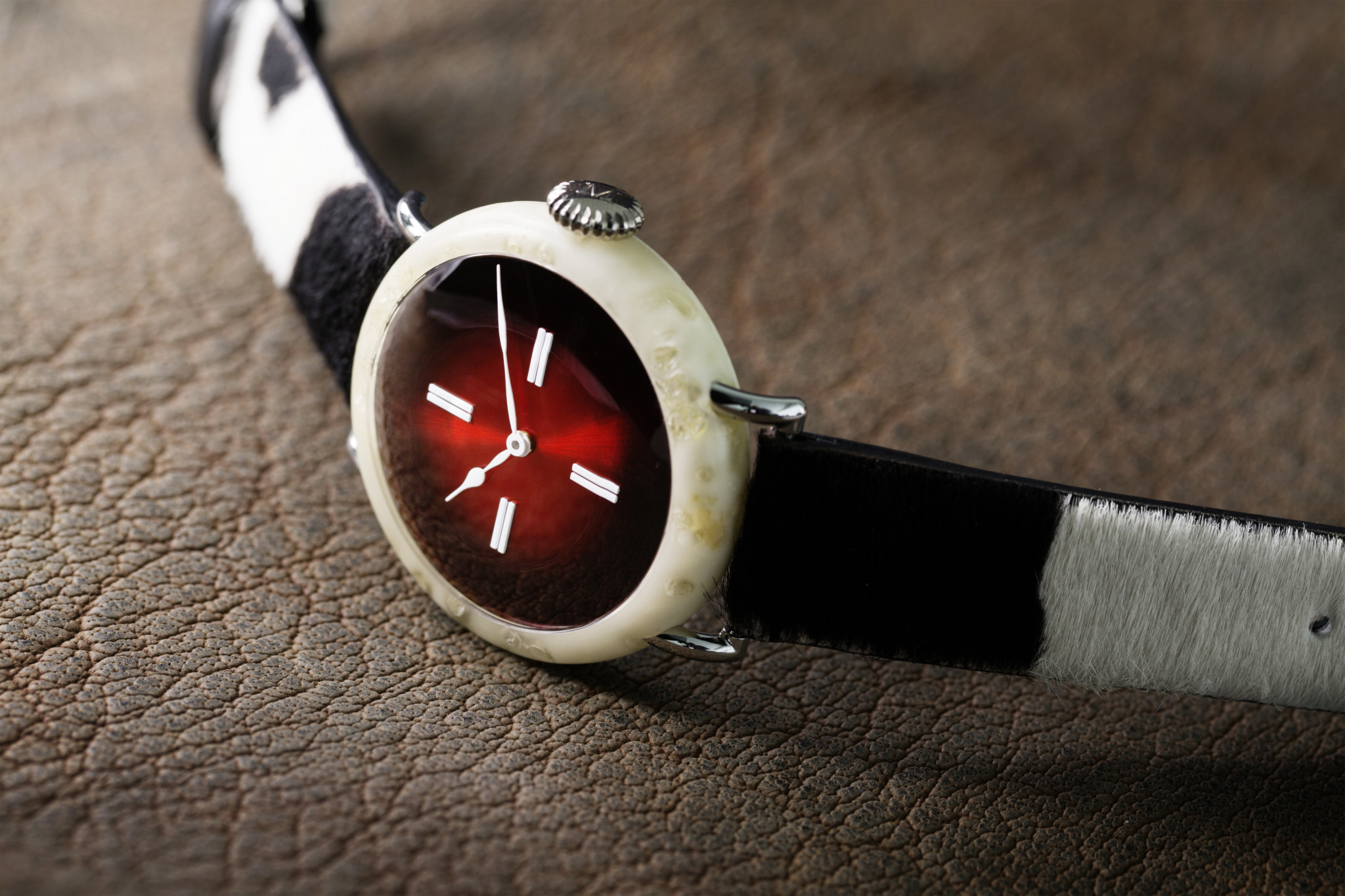 Swiss_Mad_Watch_8327-1400_Lifestyle_RGB