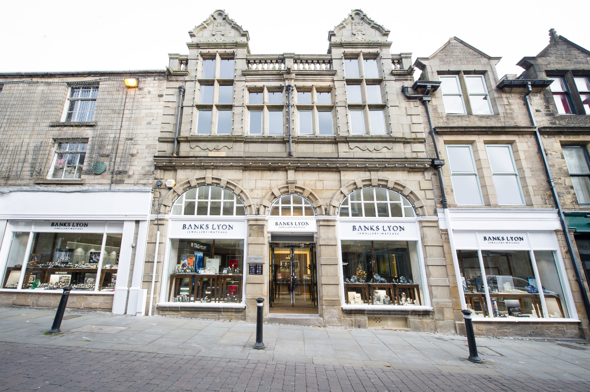 Banks Lyon-Lancaster exterior