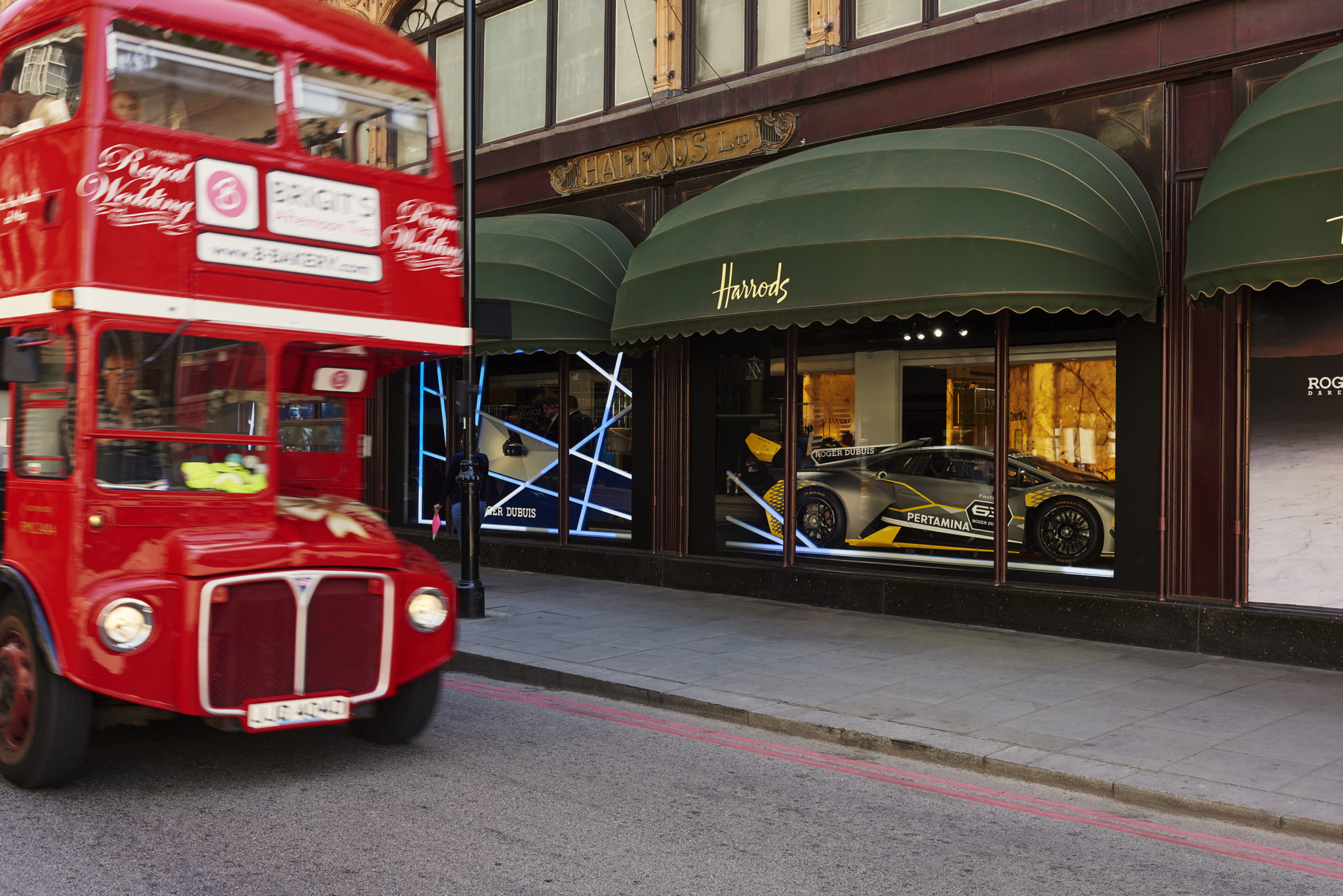 180702-rd-harrods-main-window-04-025