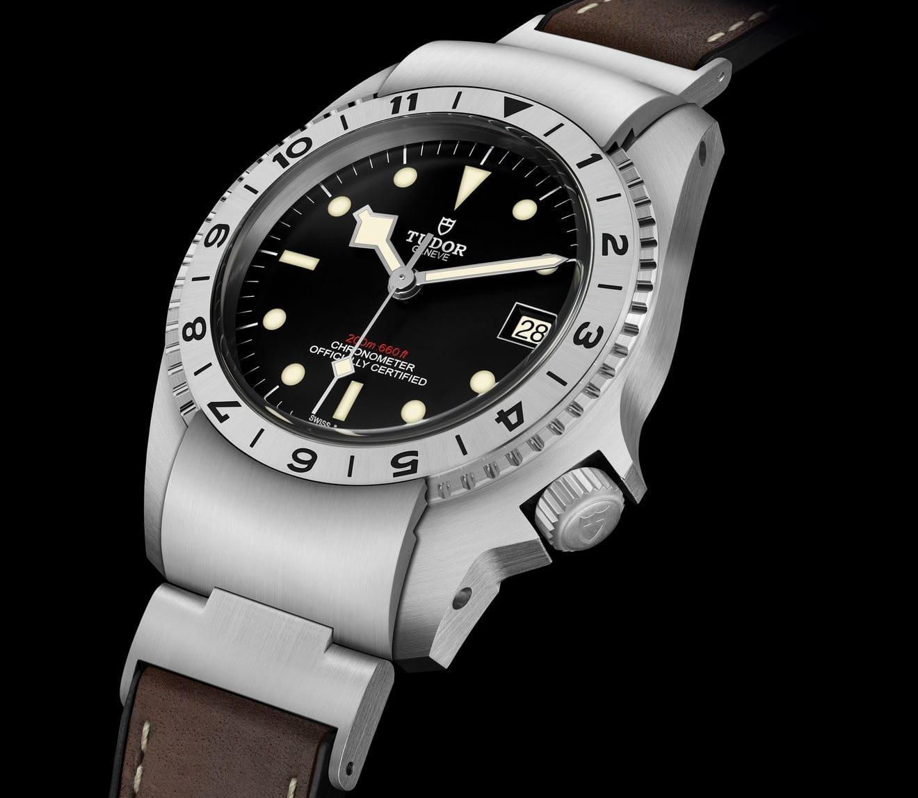 M70150-0001_black_leather_brown_DET_PR